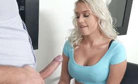 Film Erotyczny - Athena Palomino, W Koszulce Z Krótkim Rękawem